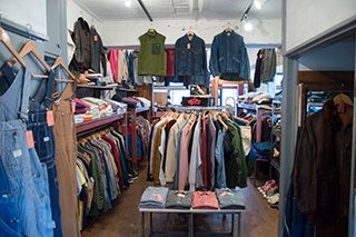 仙台の古着屋HiSmileさん店内画像